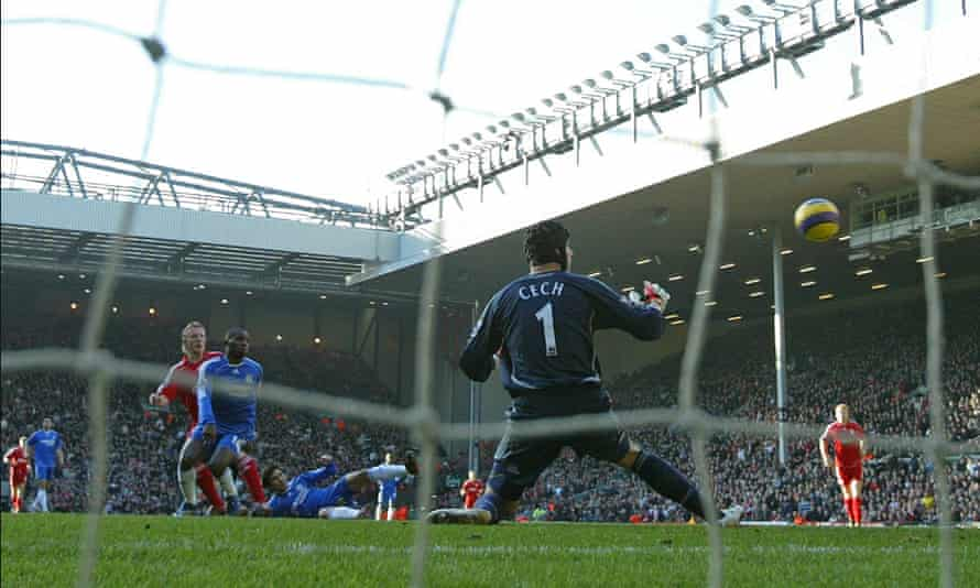Dirk Kuyt scores for Liverpool in a 2-0 victory against a Chelsea team managed by José Mourinho in January 2007