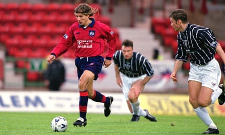 Claudio Caniggia in action for Dundee against Dunfermline in October 2000.