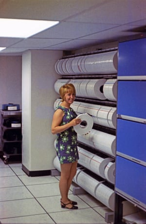 Computer operator Bea in the tape library
