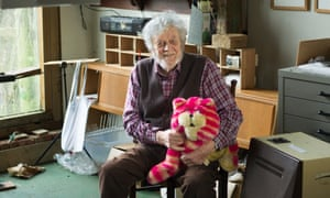 Peter Firmin with Bagpuss, one of his creations, in 2015.