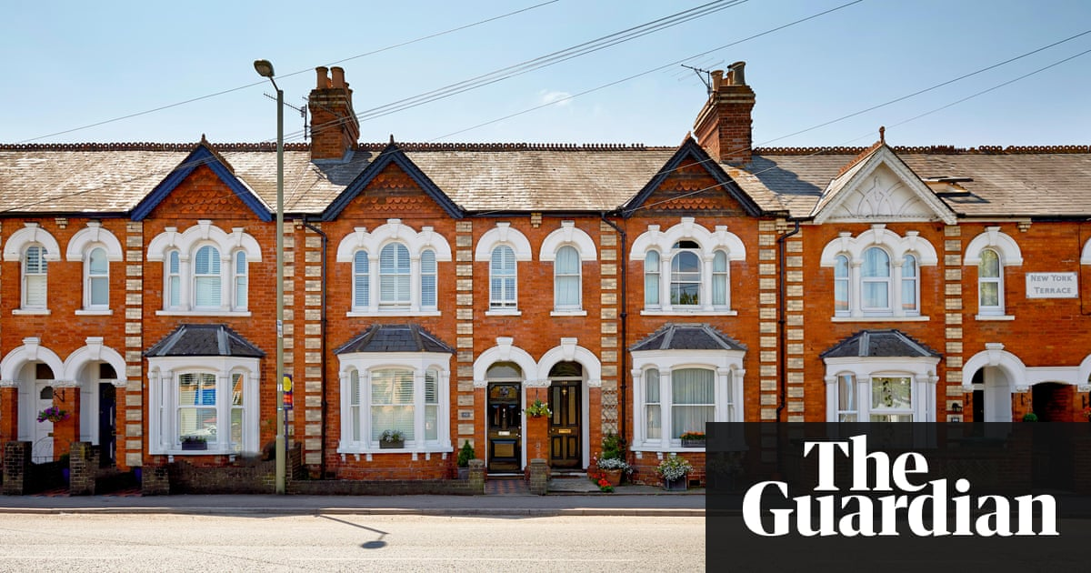 a row of terraced houses - Houses Pic