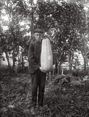 Sävasta, Altuna parish, 1918–35 Born in 1878, in the village of Sävasta in Uppland, a province in eastern central Sweden, Alinder (not pictured here) was the son of a farmer