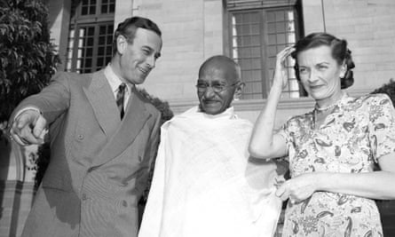 Gandhi with Lord and Lady Mountbatten in 1947.