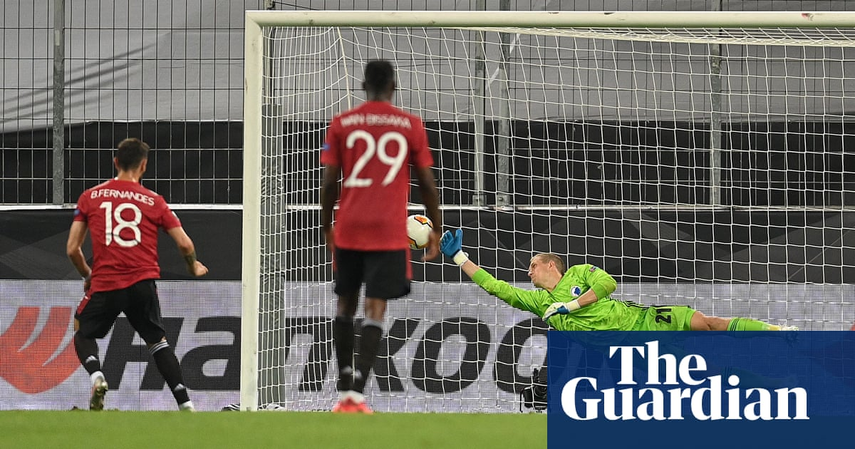 Manchester United seal semi-final spot as Bruno Fernandes sinks Copenhagen