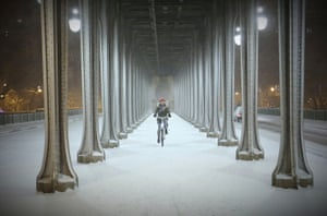 A cyclist braves the conditions