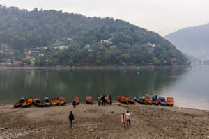 Nainital Lake is an important water resource, a well-loved beauty spot, and a valuable tourist attraction. Everyone, not just the boat renters and hawkers, struggles when the water levels go down.