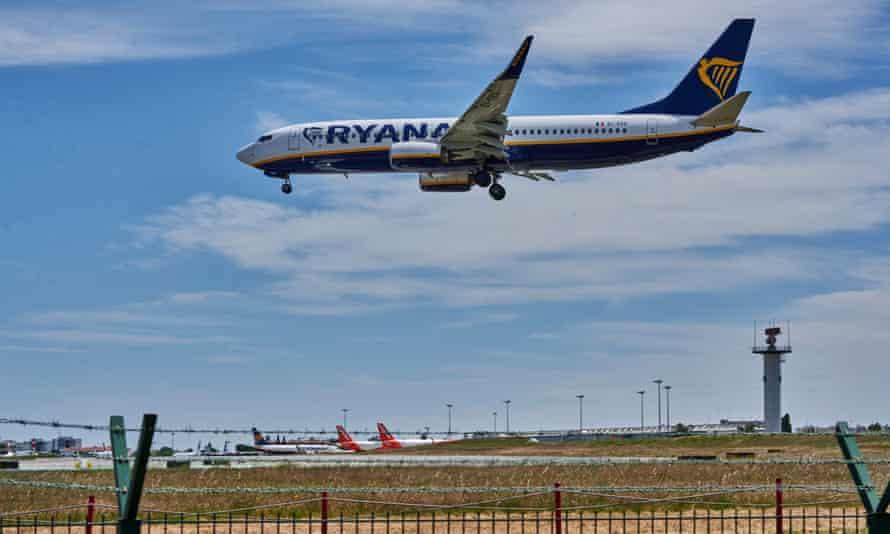 Ryanair plane lands