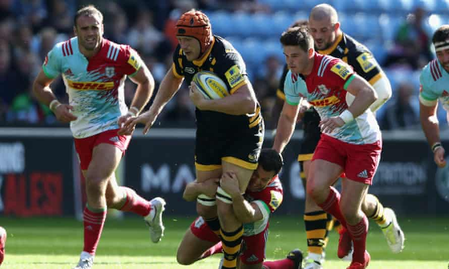 Myall (centre) on the attack for Wasps against Harlequins at the Ricoh Arena in 2016.