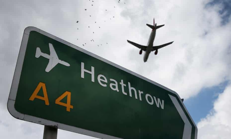 Aeroplane flying in to Heathrow