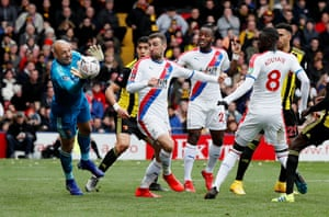 Watford's Heurelho Gomes makes a save as Crystal Palace's James McArthur, Michy Batshuayi and Cheikhou Kouyate look on.