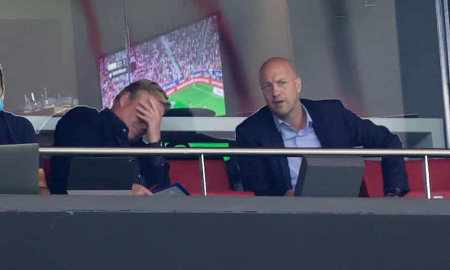 Ronald Koeman reacts after Barcelona conceded for the second time on the counter.