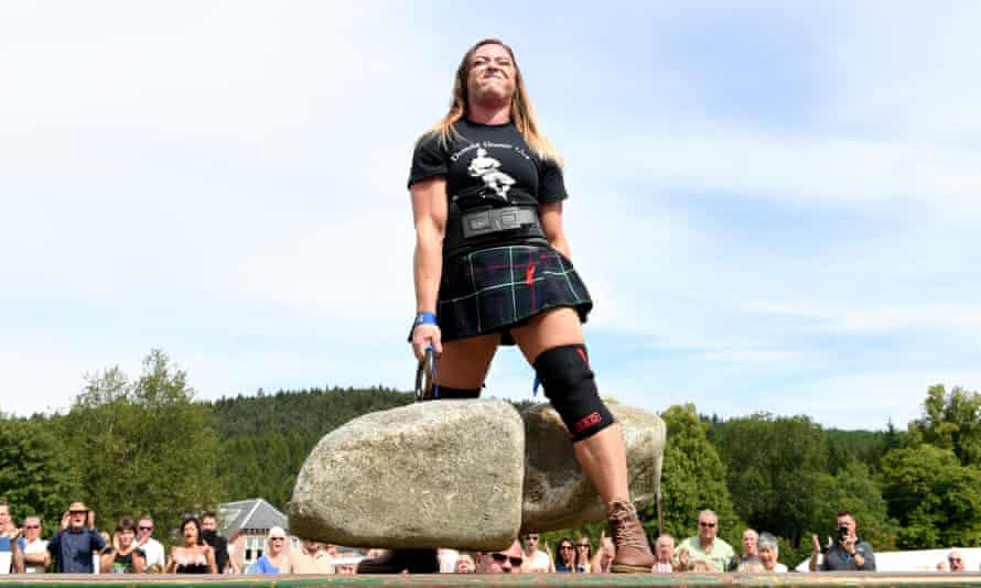Leigh Holland-Keen lifts the Dinnie Stones.