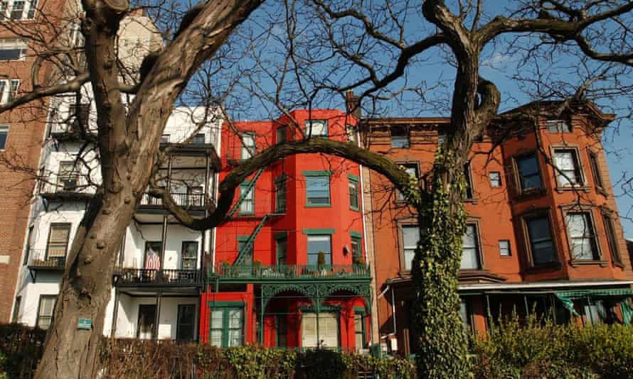 TRAVEL BROOKLYNColorful brownstone buildings along the Brooklyn Promenade, in New York, USA March 27, 2002. Trees may cut childhood asthma risk according to a study. Many of Brooklyn's neighborhoods, preserved and otherwise, have a small-town feel, with wide commercial avenues flanked by quiet residential streets. (AP Photo/Kathy Willens)
