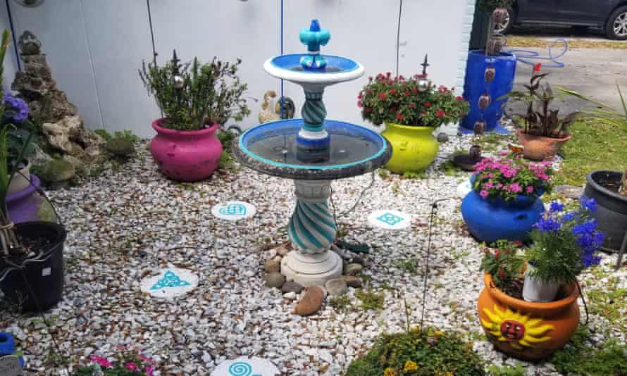 Randall Smith's Florida front garden, in blue and white