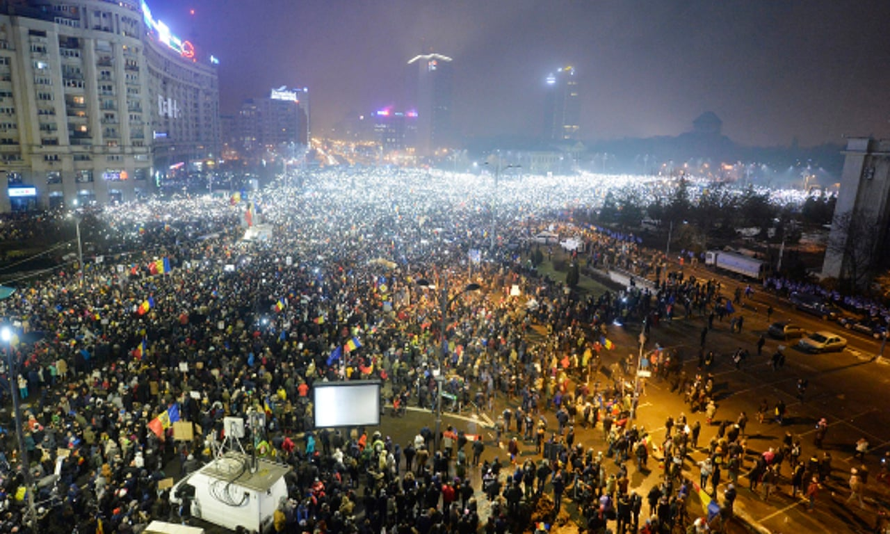 Thousands of Romanians turn out for Bucharest anti-corruption protest зурган илэрцүүд