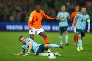 Ferguson tackles Wiljnaldum.