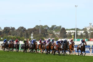 General view of the start of race 7.