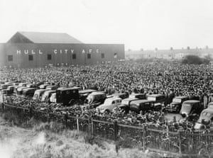 Crowds outside Boothferry Park in 1949. Note the rows of bikes parked by the fence.