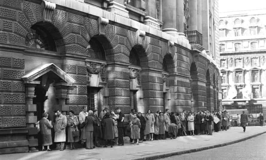 A queue for admission to the Old Bailey's public gallery during the 1960 obscenity trial.