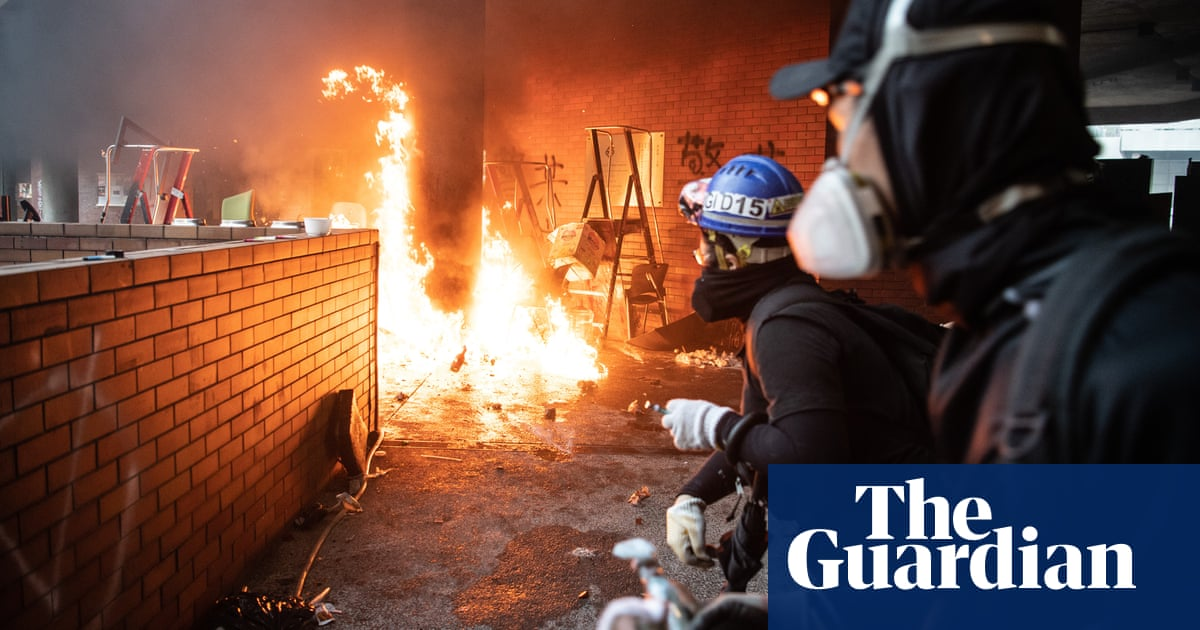 Hong Kong protests: hundreds trapped as police lay siege to university