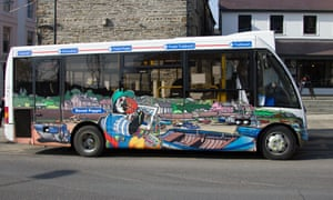 Roced Poppit - Poppit Rocket coastal bus service helps visitors on the Pembrokeshire coast path.