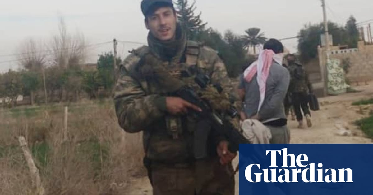 Trial collapses of three Britons accused of aiding man to go to fight in Syria