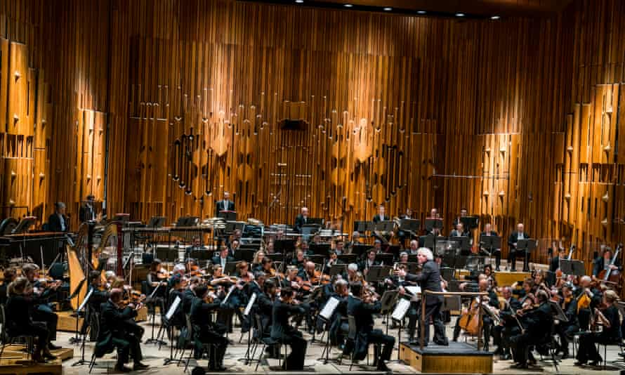 Sir Simon Rattle conducts the LSO in the Barbican Hall