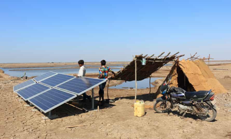 A solar-powered pump in Surendranagar