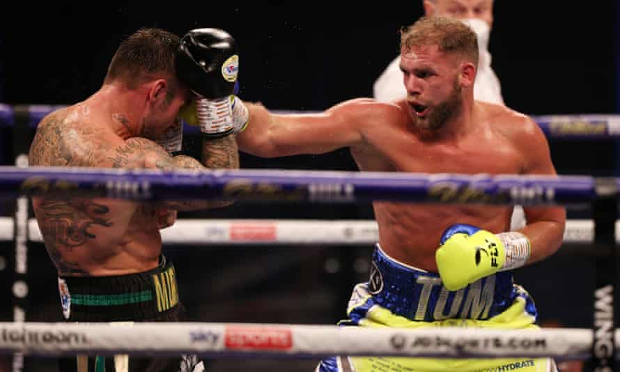 Billy Joe Saunders forces Martin Murray on the defensive during their WBO super-middleweight title fight at Wembley Arena.