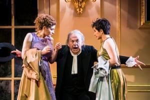 Serena Malfi (Dorabella), Thomas Allen (Don Alfonso) and Salome Jicia (Fiordiligi).