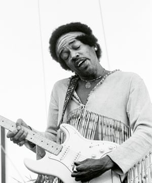 """Jimi HendrixLang """"Playing the Star Spangled Banner at 8.30am on Monday morning to the remaining crowd of around forty thousand people"""""""