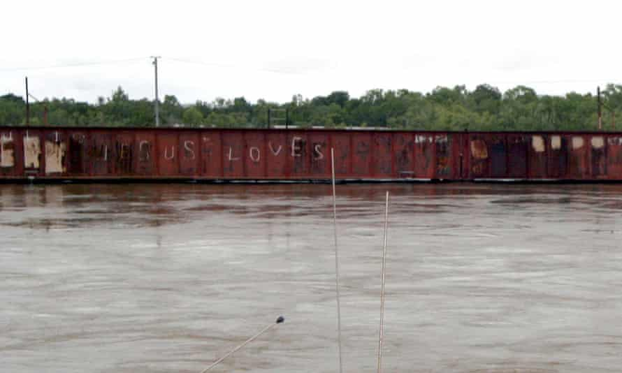 The graffitied Katherine bridge during a flood in 2006