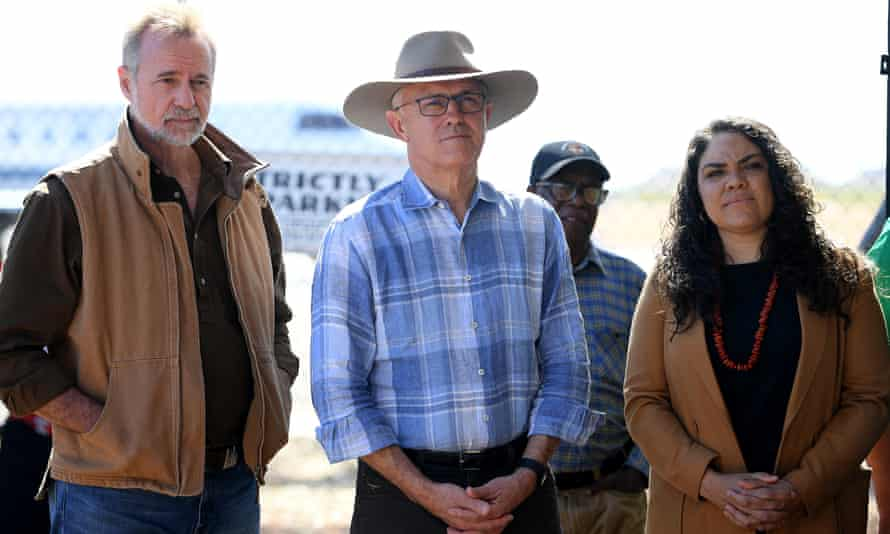 Prime Minister Malcolm Turnbull, Indigenous Affairs Minister Nigel Scullion (left) and Country Liberal party candidate for Ligiari Jacinta Price