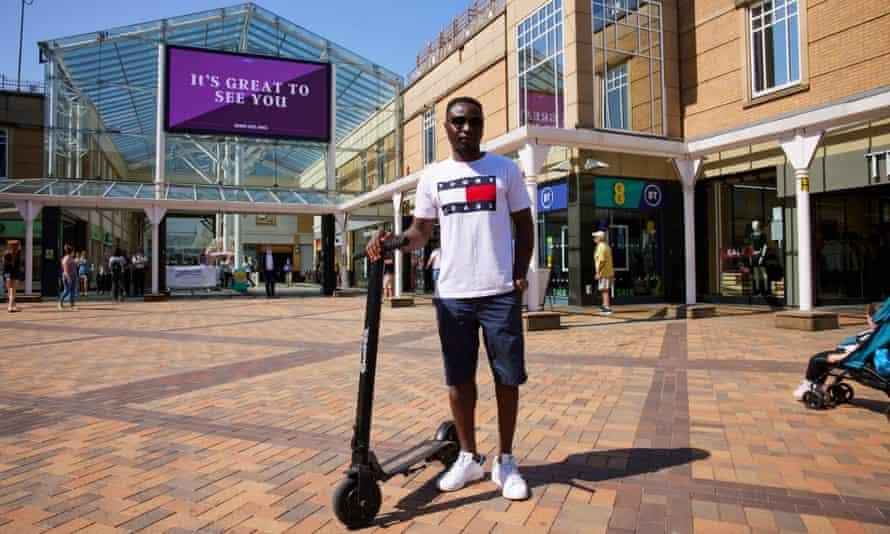 Ilyess Guebra di depan pusat perbelanjaan Merseyway Stockport.