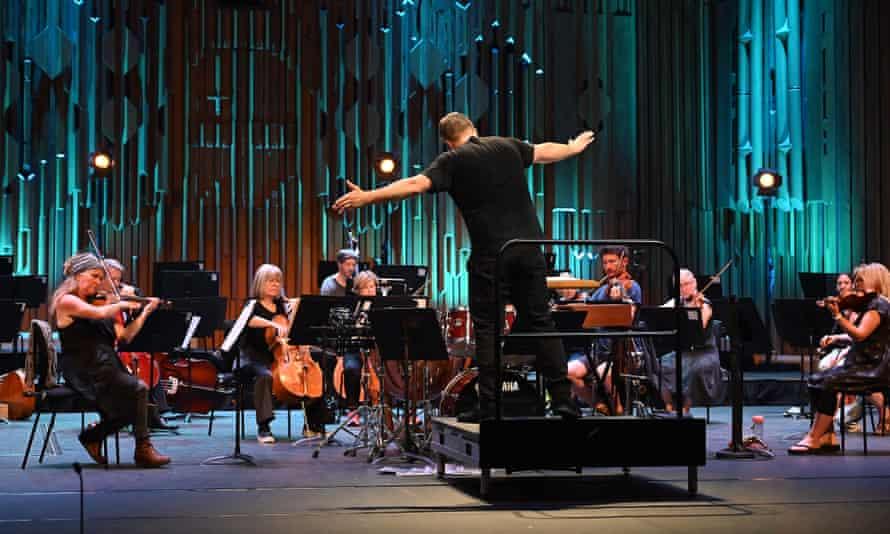 Thomas Adès conducts the Britten Sinfonia