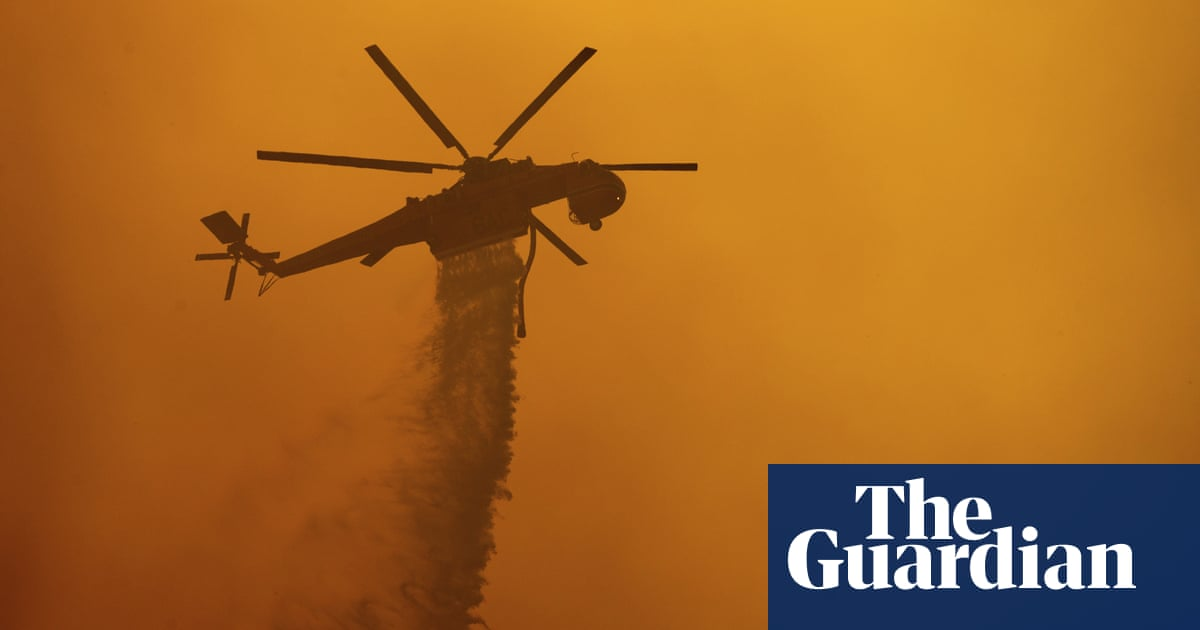 Smoke from Fawn fire in California paints sky orange – video