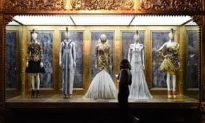 قائمة تحتوي على أفضل صالات عرض التحف والتذكارات في بريطانيا لعام 2016