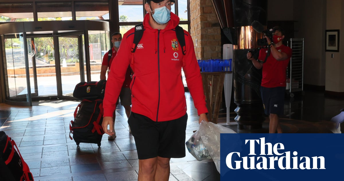 Alun Wyn Jones arrives in South Africa and lands place on Lions bench
