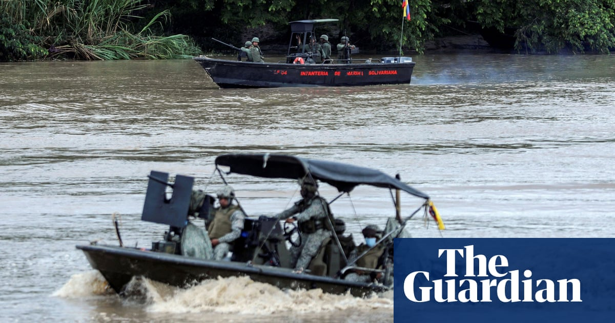'In the middle of a war zone': thousands flee as Venezuela troops and Colombia rebels clash