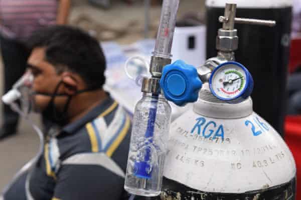 Oxígeno proporcionado por una organización no gubernamental en Amritsar, India