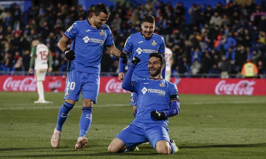 Jorge Molina celebrates scoring for Getafe against Alavés.