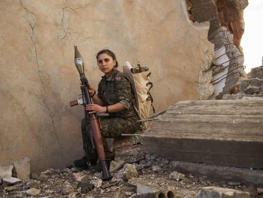 Jîn, a YPJ fighter, with rocket-propelled grenade launcher. Al-Hawl, Jazira canton, Rojava, Syria