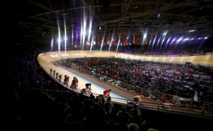 A general view during the men's scratch race