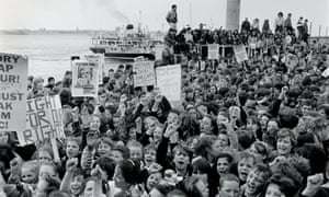 10,000 children protest against the Thatcher government's policy in 1985.