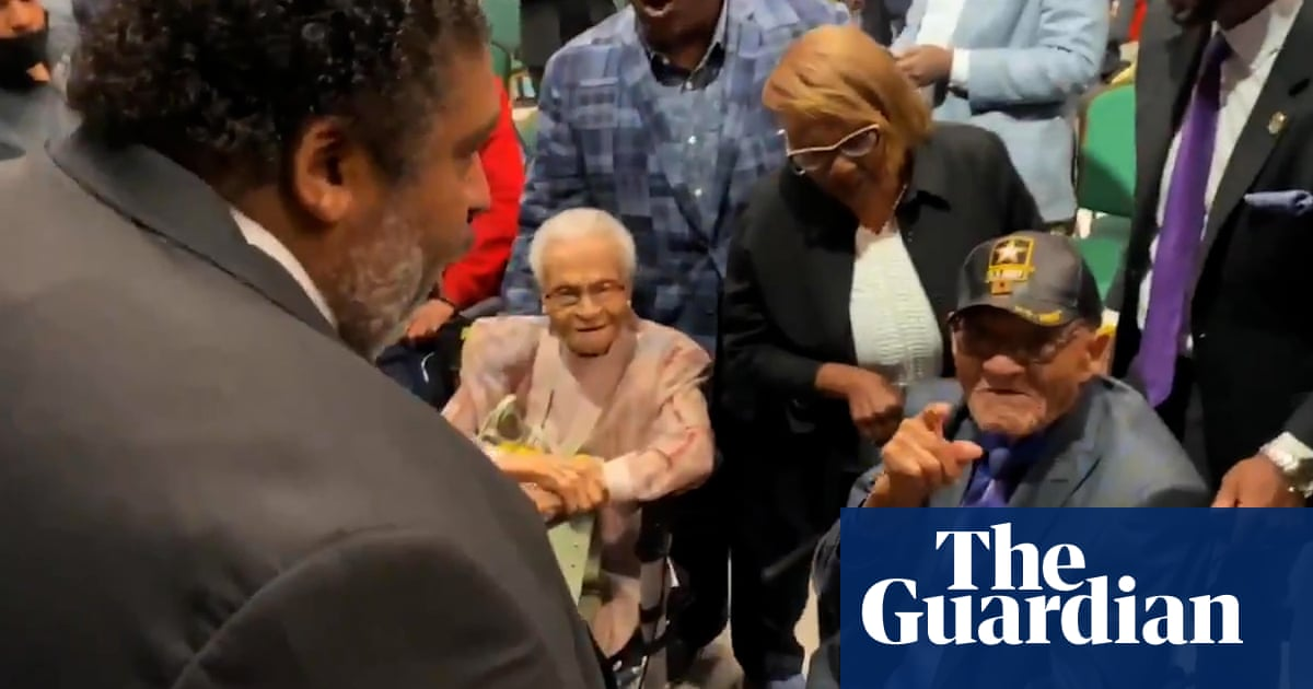 'Ain't Gonna Let Nobody Turn Me Around': reverend sings with Tulsa race massacre survivors – video