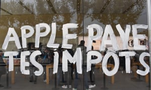 'Apple pay your taxes' written on its store windows in Aix-en-Provence in November 2017 during a protest by Attac.