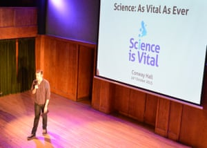 On the dot of 7 pm Matt Parker kicks off the Science is Vital event.
