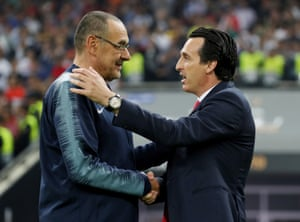 Chelsea manager Maurizio Sarri shakes hands with Arsenal manager Unai Emery before the match.
