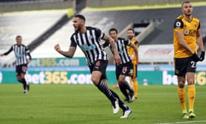 Newcastle United's Jamaal Lascelles celebrates scoring their side's first goal.