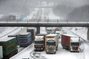 Lorries stuck on the M80 Haggs in Glasgow